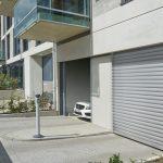 Cu precădere în locuinţele deţinute la oraşe, de multe ori în garajele comune aferente. Uşa utilizată în acest caz trebuie să îndeplinească anumite cerinţe specifice, care trebuie luate în considerare încă din etapa de planificare.