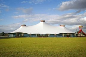 Melbourne_Showgrounds_Grand_Pavilion_by_day