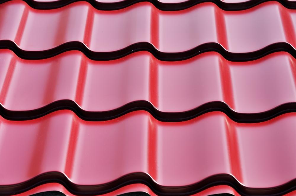 De ce apar infiltrațiile de apă prin acoperișul de țiglă metalică și cum le putem evita?