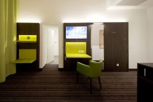 A multi-piece wall panel was developed for the Hotel ibis Styles Trier, which can be multi-functionally integrated into the best suited sequence for every room.