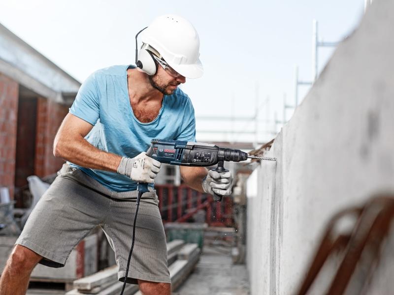 Durată de viață mai mare la perforarea betonului armat: Burghiul de ciocan perforator Bosch SDS plus-7X Nou: Cap din carbură de tungsten complet cu patru tăișuri