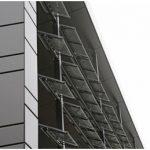 Printre altele, curentul electric pentru clădire este generat de elementele fotovoltaice de pe faţada externă.