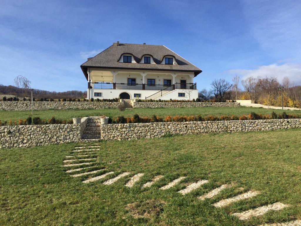 Arhitectură brâncovenească pentru o casa pasivă – reinterpretarea unui stil tradițional în manieră modernă