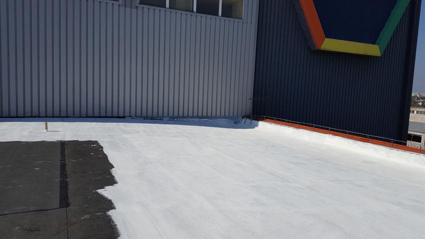 AplaHydroStop Reflecta de la Fabryo, pasta acrilică destinată hidroizolării teraselor