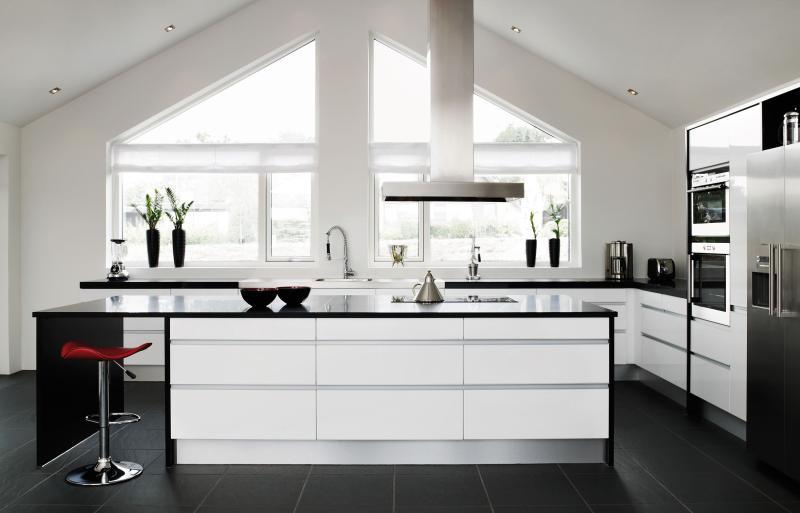 Combinații impunătoare, spații glamour și stil nordic. Tendințele KUMA pentru amenajarea băii și a bucătăriei