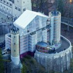 The eastern gateway building at Neuschwanstein Castle is currently completely scaffolded with PERI UP Flex whereby a temporary weather protection roof spans the access to the castle.