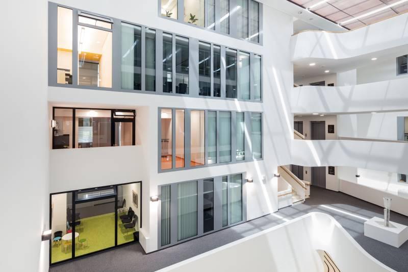 Soluții moderne, ferestre și uși automate GEZE în noua Primărie din Leonberg, Germania